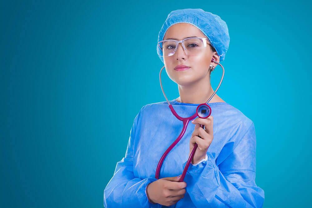 Divisa sanitaria per dottori ed infermiere